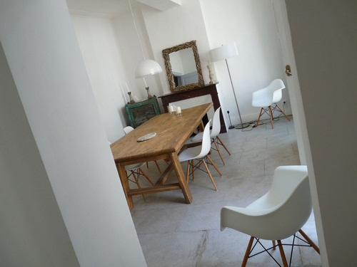 Un d corateur d 39 int rieur et un architecte d interieur for Architecte interieur herault
