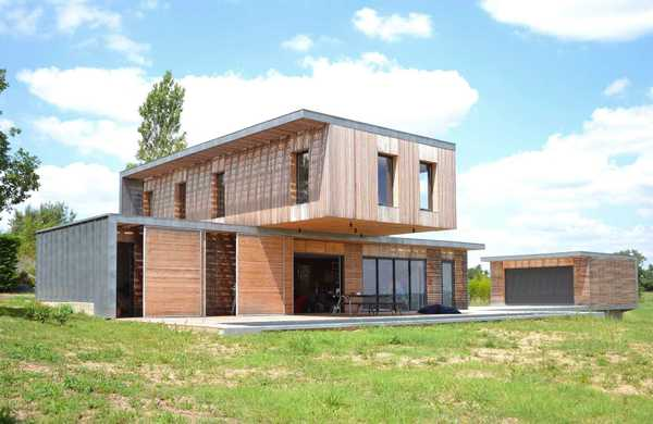 Contemporary wood and concrete house
